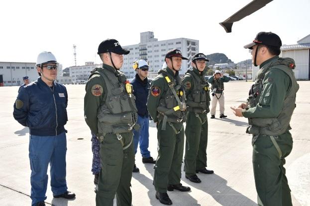 第21航空隊のチャフ・フレア射出訓練、機関銃射撃訓練